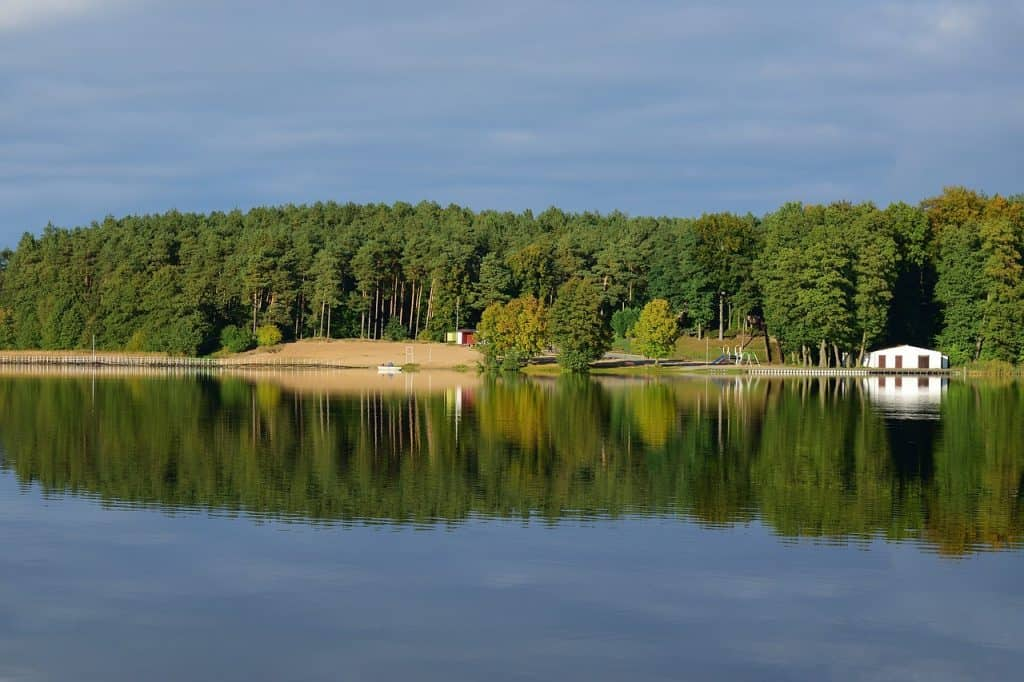 6 porad dla turystów wybierających się nad jezioro