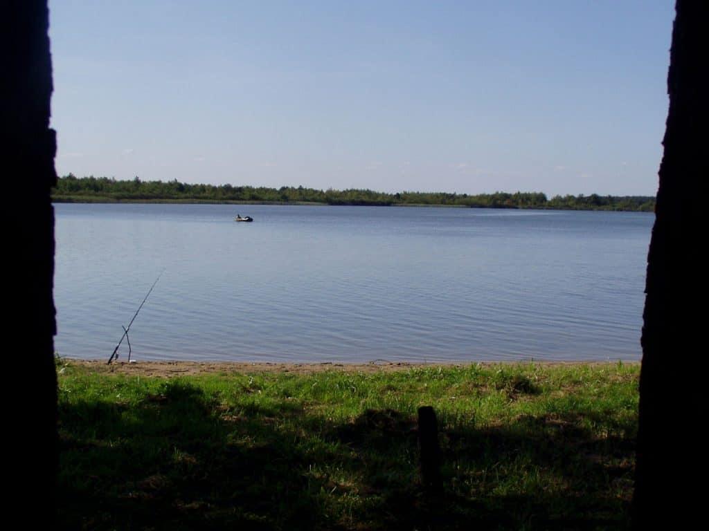 Lake Łukcze. Author Cynec, license CC-BY 3.0